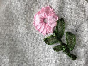 リボン刺繍って何?ふっくら華やかなお花を作ろう!
